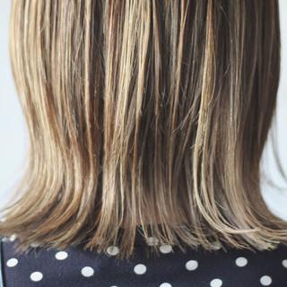 大人ハイライト ミディアム コントラストハイライト ナチュラルベージュ ヘアスタイルや髪型の写真・画像