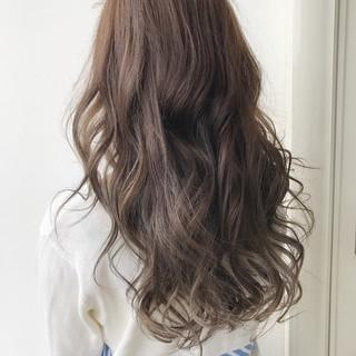 外国人風 アッシュグレージュ 外国人風カラー ハイライト ヘアスタイルや髪型の写真・画像