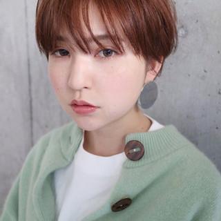 小顔ショート オレンジベージュ ナチュラル アンニュイほつれヘア ヘアスタイルや髪型の写真・画像