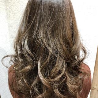ハイトーン ロング デート ガーリー ヘアスタイルや髪型の写真・画像