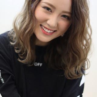 外国人風カラー ストリート ミディアム ハイライト ヘアスタイルや髪型の写真・画像