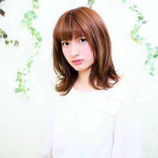 フェミニン 前髪あり ミディアム ナチュラル ヘアスタイルや髪型の写真・画像