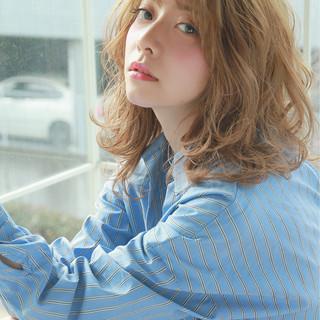 波ウェーブ ハイライト ミディアム ナチュラル ヘアスタイルや髪型の写真・画像