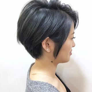 ショート モード ダークグレー 透明感カラー ヘアスタイルや髪型の写真・画像