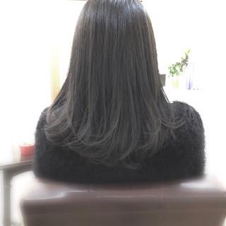 アッシュ パープル ナチュラル グレーアッシュ ヘアスタイルや髪型の写真・画像