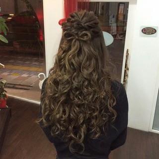 ナチュラル ロング 結婚式 ハーフアップ ヘアスタイルや髪型の写真・画像 ヘアスタイルや髪型の写真・画像