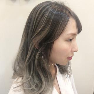 ウェーブ グラデーションカラー ミディアム ハイライト ヘアスタイルや髪型の写真・画像 ヘアスタイルや髪型の写真・画像