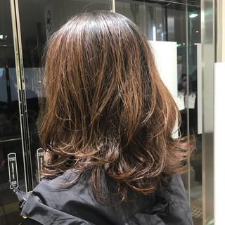 レイヤースタイル スウィングレイヤー ウルフカット ナチュラル ヘアスタイルや髪型の写真・画像