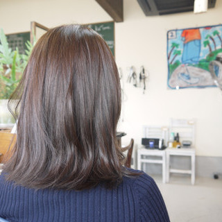 アッシュベージュ アッシュ ミディアム ナチュラル ヘアスタイルや髪型の写真・画像