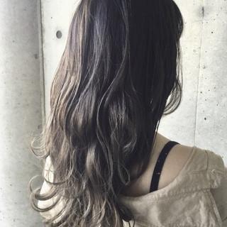 ナチュラル ハイトーンカラー グラデーションカラー アッシュグレージュ ヘアスタイルや髪型の写真・画像