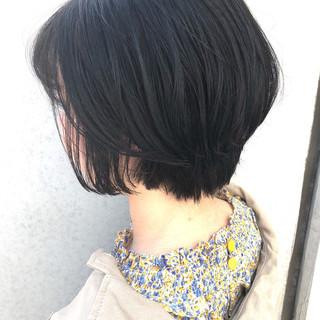 黒髪ショート オフィス 小顔ヘア ショート ヘアスタイルや髪型の写真・画像