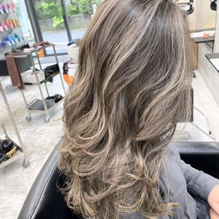 アッシュブラウン グレージュ セミロング ハイライト ヘアスタイルや髪型の写真・画像