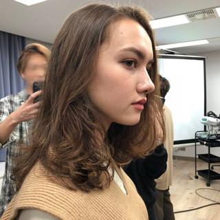 ミディアム ゆるふわパーマ 小顔ヘア ナチュラル ヘアスタイルや髪型の写真・画像