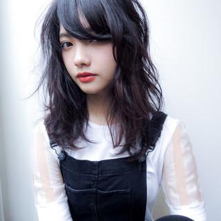 暗髪 パーマ 外国人風 グラデーションカラー ヘアスタイルや髪型の写真・画像