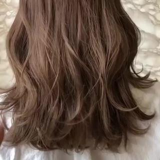 大人女子 アンニュイ ミディアム ミルクティー ヘアスタイルや髪型の写真・画像