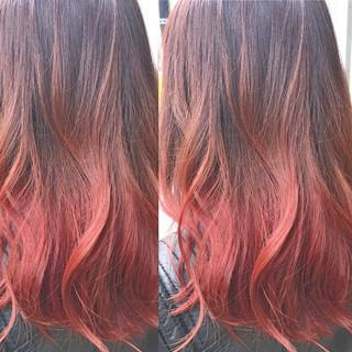 レッド グラデーションカラー ミディアム 春 ヘアスタイルや髪型の写真・画像