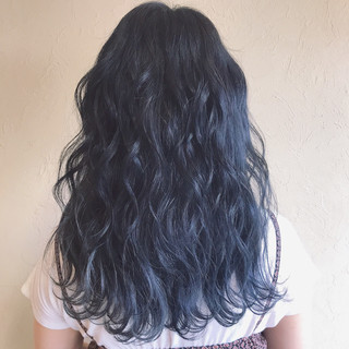 ネイビーブルー デート 波ウェーブ ガーリー ヘアスタイルや髪型の写真・画像