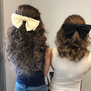 編み込み セミロング ハーフアップ フェミニン ヘアスタイルや髪型の写真・画像