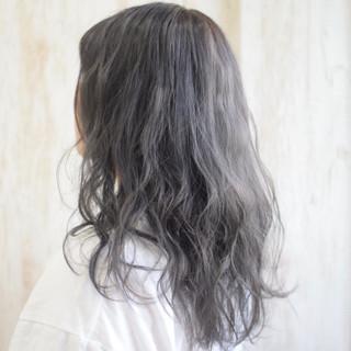 シルバーグレー モード セミロング シルバー ヘアスタイルや髪型の写真・画像