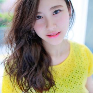 夏 大人かわいい パーマ ロング ヘアスタイルや髪型の写真・画像