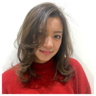 ミルクティーグレージュ かき上げ前髪 大人かわいい グレージュ ヘアスタイルや髪型の写真・画像