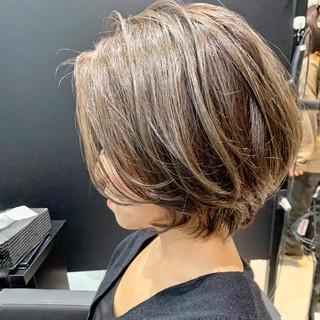 小顔 ナチュラル インナーカラー ショートヘア ヘアスタイルや髪型の写真・画像