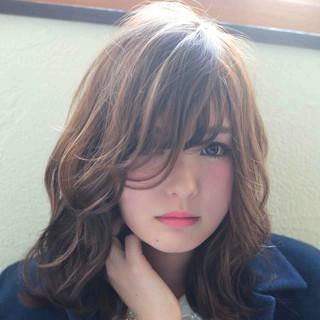外ハネ フェミニン ゆるふわ ストリート ヘアスタイルや髪型の写真・画像