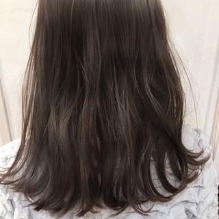 アッシュグレージュ ヘアアレンジ ゆるふわ ナチュラル ヘアスタイルや髪型の写真・画像