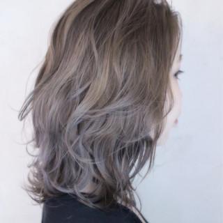 外国人風 グラデーションカラー ゆるふわ アッシュ ヘアスタイルや髪型の写真・画像