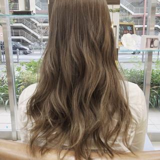 グラデーションカラー アッシュ ロング 外国人風 ヘアスタイルや髪型の写真・画像