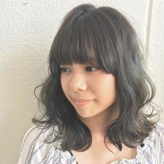 アンニュイ 外国人風 ミディアム ウェーブ ヘアスタイルや髪型の写真・画像 ヘアスタイルや髪型の写真・画像