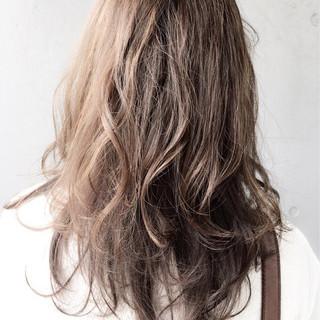 アッシュ アンニュイ オフィス デート ヘアスタイルや髪型の写真・画像