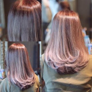 外国人風 レッド ピンク ストリート ヘアスタイルや髪型の写真・画像