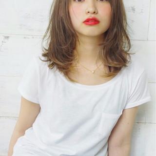 ミディアム パーマ 外国人風 ナチュラル ヘアスタイルや髪型の写真・画像