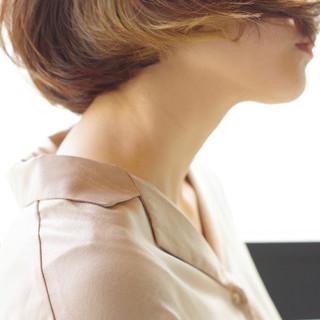 ナチュラル インナーカラー ミニボブ 切りっぱなしボブ ヘアスタイルや髪型の写真・画像