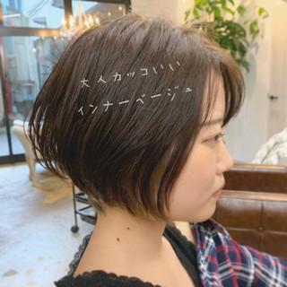 ナチュラル インナーカラー オフィス ショートボブ ヘアスタイルや髪型の写真・画像
