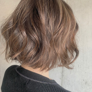 フェミニン ハイライト コテ巻き ゆるふわセット ヘアスタイルや髪型の写真・画像 ヘアスタイルや髪型の写真・画像