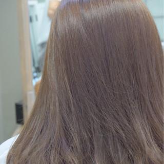 セミロング リラックス 透明感 オフィス ヘアスタイルや髪型の写真・画像