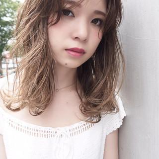 ミディアム 秋 大人かわいい ナチュラル ヘアスタイルや髪型の写真・画像 ヘアスタイルや髪型の写真・画像