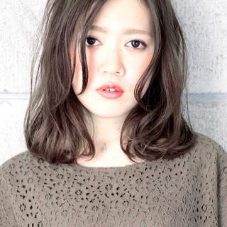 くせ毛風 ナチュラル グラデーションカラー グレージュ ヘアスタイルや髪型の写真・画像