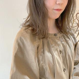 ミディアム ミルクティーグレージュ グレージュ ナチュラル ヘアスタイルや髪型の写真・画像