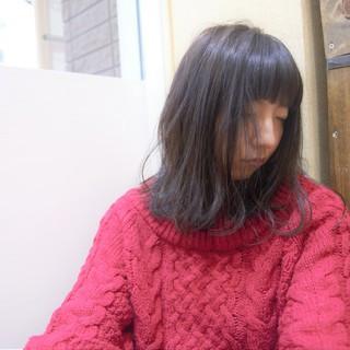 ナチュラル ゆる巻き ダークアッシュ ミディアム ヘアスタイルや髪型の写真・画像