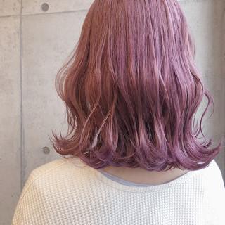 ピンクベージュ ピンクカラー 切りっぱなしボブ ピンクラベンダー ヘアスタイルや髪型の写真・画像