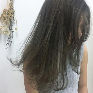 ミディアム ロブ ナチュラル アッシュベージュ ヘアスタイルや髪型の写真・画像