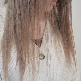 ナチュラルベージュ ナチュラル セミロング ミルクティーブラウン ヘアスタイルや髪型の写真・画像