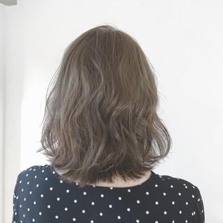 フェミニン 愛され グレージュ 透明感 ヘアスタイルや髪型の写真・画像