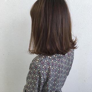 ミディアム 外ハネ ボブ ナチュラル ヘアスタイルや髪型の写真・画像