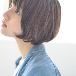 暗髪 ショート レイヤーカット ナチュラル ヘアスタイルや髪型の写真・画像