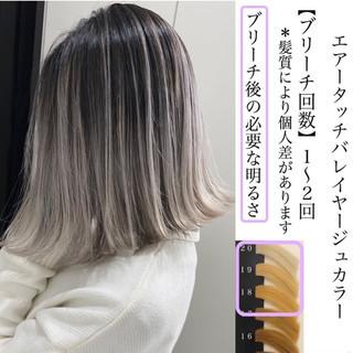 エレガント ホワイトカラー ミディアム グラデーションカラー ヘアスタイルや髪型の写真・画像