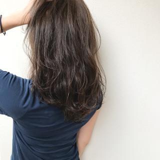 オフィス 透明感 セミロング 巻き髪 ヘアスタイルや髪型の写真・画像 ヘアスタイルや髪型の写真・画像